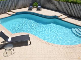 Casa Roya NEW 3BR HEATED POOL HOME! STEPS 2 BCH! LAUD BY SEA, Fort Lauderdale