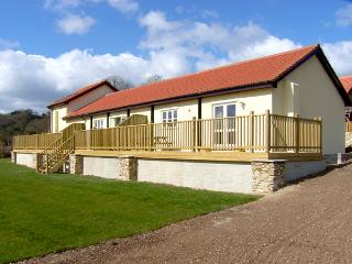 GREENFIELDS, pet friendly, character holiday cottage, with a garden in Upottery, Ref 2014, Chardstock