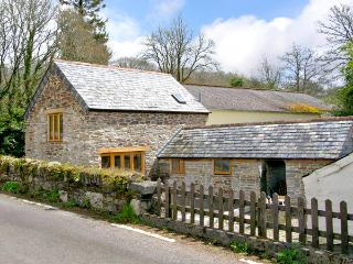 MILLER'S LODGE, romantic, character holiday cottage, with a garden in St Keyne Near Looe, Ref 2470, Liskeard