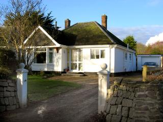 NO 5 CARLYON ROAD, pet friendly, with a garden in Playing Place, Ref 1939, Truro