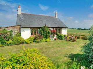 BARMOOR RIDGE, pet friendly, character holiday cottage, with a garden in Lowick Near Holy Island, Ref 409