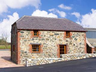 BLUEBELL COTTAGE, family friendly, character holiday cottage, with a garden in Caeathro, Ref 2953, Caernarfon