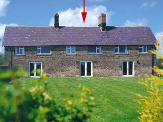 BRIAN'S COTTAGE, family friendly, character holiday cottage, with a garden in Alnmouth, Ref 208