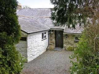 CONIFERS COTTAGE, pet friendly, character holiday cottage, with a garden in Talhenbont Hall Country Estate, Ref 380, Chwilog
