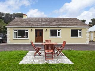 COOM VILLA, family friendly, country holiday cottage, with a garden in Glenbeigh, WiFi, County Kerry, Ref 2324