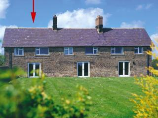 DOROTHY'S COTTAGE, family friendly, character holiday cottage, with a garden in Alnmouth, Ref 306