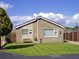 FEN HIDE, pet friendly, country holiday cottage, with a garden in Long Sutton, Ref 3515