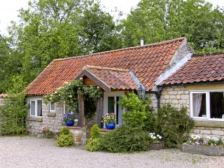 FOXGLOVE COTTAGE, romantic, country holiday cottage, with a garden in Harome, Ref 3537