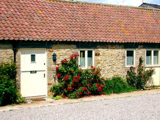 GROUSE COTTAGE, pet friendly, woodburner, character holiday cottage, with a garden in Kirkbymoorside, Ref 1314