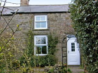 HARROGATE COTTAGE, family friendly, character holiday cottage, with a garden in Longframlington Near Alnwick, Ref 1474