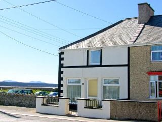 MALLTRAETH COTTAGE, pet friendly, with a garden in Malltraeth, Ref 2969