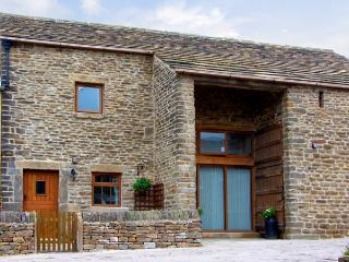 MIDFEATHER COTTAGE, character holiday cottage, with a garden in Edale, Ref 2064