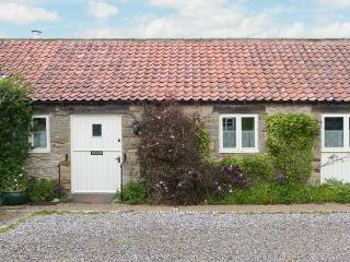 PARTRIDGE COTTAGE, pet friendly, character holiday cottage, with a garden in Kirkbymoorside, Ref 1315