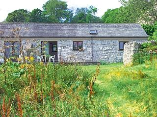 PHEASANT FIELD, pet friendly, character holiday cottage, with a garden in Silverdale Near Arnside, Ref 684 - Silverdale vacation rentals