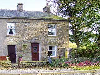SYCAMORE COTTAGE, pet friendly, character holiday cottage, with a garden in Hawes, Ref 811 - Hawes vacation rentals