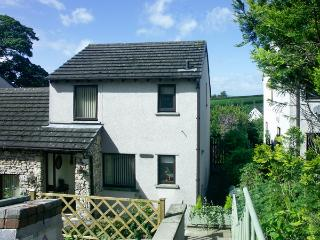 TAPESTRY COTTAGE, family friendly, country holiday cottage, with a garden in Milnthorpe, Ref 1579