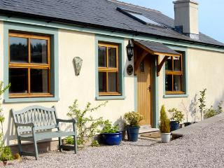 SUNNY HILL, romantic, character holiday cottage, with open fire in Great Strickland, Ref 2423, Penrith