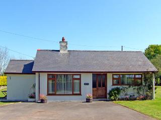 BRYN PENMAEN, family friendly, country holiday cottage, with a garden in Pwllheli, Ref 2947