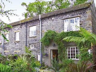 JADE COTTAGE, family friendly, character holiday cottage, with open fire in Middleham, Ref 805