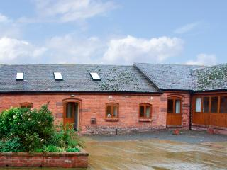 BADGER COTTAGE, pet friendly, character holiday cottage, with a garden in Much Wenlock, Ref 1275