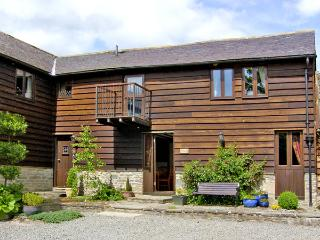SWALLOW COTTAGE, family friendly, luxury holiday cottage, with a garden in Bucknell, Ref 2074