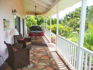 CASUALLY ELEGANT OCEANVIEW WITH MILES OF BEACH, Kekaha