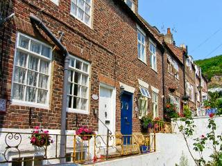 LAVENDER COTTAGE, pet friendly, character holiday cottage in Whitby, Ref 3614