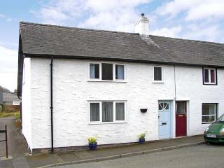 HONEYSUCKLE COTTAGE, pet friendly, country holiday cottage, with a garden in Knighton, Ref 3511
