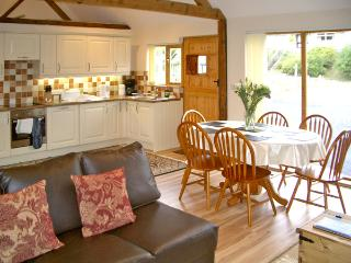 HAPPY UNION STABLES, family friendly, character holiday cottage, with a garden in Abbeycwmhir, Ref 3605, Llandrindod Wells