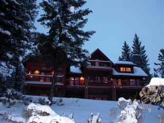 Misty Chalet - Sleeps 16 - 20 Near Yellowstone!, Big Sky