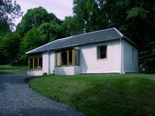 GLENDARROCH COTTAGE, pet friendly, country holiday cottage, with a garden in Kingussie, Ref 1297