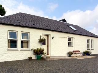 DARNHAY COTTAGE, family friendly, character holiday cottage, with open fire in Mauchline, Ref 2289