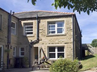 LAUREL BANK COTTAGE, pet friendly, country holiday cottage, with a garden in Embsay, Ref 803, Skipton