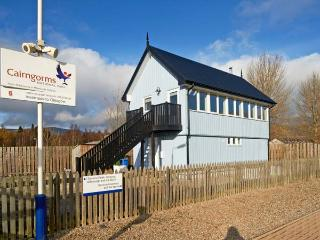 SIGNAL BOX, character holiday cottage, with a garden in Newtonmore, Ref 1304