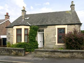 SALRUTH COTTAGE, country holiday cottage, with a garden in Alloa, Ref 2793