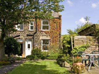 BOX TREE COTTAGE, family friendly, character holiday cottage, with a garden in Embsay, Ref 1485, Skipton