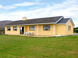 OCEAN HEIGHTS, pet friendly, country holiday cottage,with a garden in Glengarriff, County Cork, Ref 3672