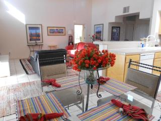 Starr Pass Deluxe Vacation Townhome w 1/2 off golf, Tucson