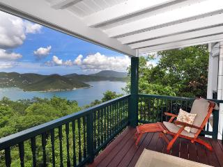 Astral Cottage: spacious, hot tub,view, remote, Coral Bay