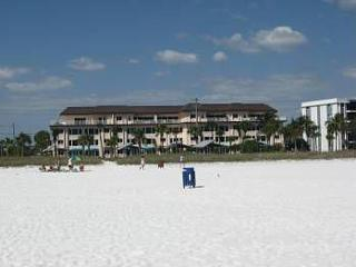 Siesta Key Oceanfront with beautiful sunsets!!