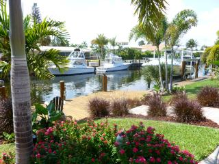 Beautiful Large Waterfront Home, 1 mile to beach - Deerfield Beach vacation rentals