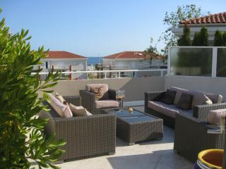 Perfect Base for Sun-Worshippers! 3 Bedroom Apartment with Large Terrace, Juan-les-Pins