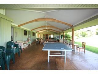 Six Bedrooms on three acres modern fully equipped, Kilauea