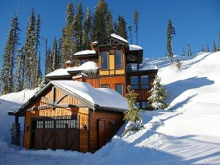 Blue Bear, Exquisite Chalet Designed with Entertaining in Mind on Shotcut Run, Big White