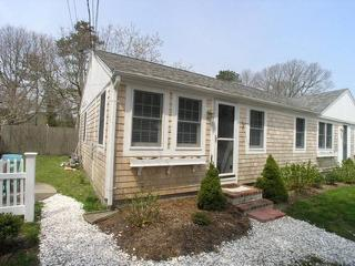 Nice House with 2 Bedroom/1 Bathroom in Dennis Port (Depot St 49 #1)
