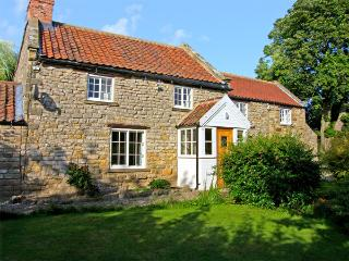 WILLOW COTTAGE, family friendly, luxury holiday cottage, with a garden in Sinnington, Ref 3635
