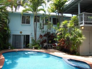 Charming 2 Bdrm Beachside Villa with Swimming Pool, Kailua
