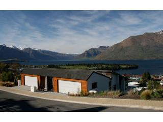 Luxury accommodation in Queenstown at Queencliff - modern home with views.JPG