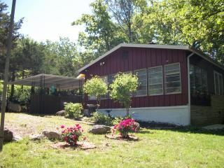 Charming Ozark cottage near lakes, golf and Olde Town Hardy