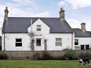 AYTON MILL COTTAGE, pet friendly, with a garden in Eyemouth, Ref 3762